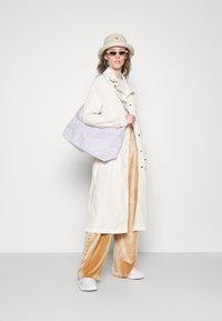 adidas Originals - TRENCH ORIGINALS ADICOLOR PRIMEGREEN COAT - Trenchcoat - white - 4