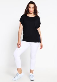 Zalando Essentials Curvy - T-shirt basic - black - 1