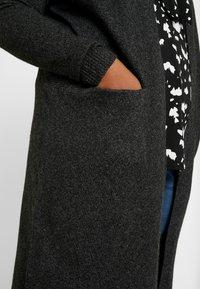 Vero Moda Curve - Neuletakki - black/melange - 4