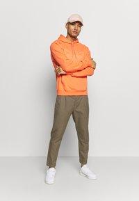 adidas Originals - SPORT COLLECTION HODDIE SWEAT - Huppari - coral - 1