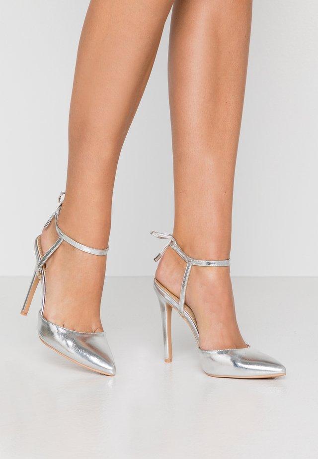 RIHANNA - Lodičky na vysokém podpatku - silver