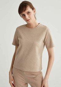 DeFacto - Basic T-shirt - light brown - 0