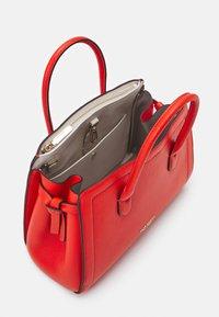 kate spade new york - MEDIUM SATCHEL - Handbag - tamarillo - 4