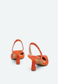 Uterqüe - MIT STRASS - Classic heels - orange - 2