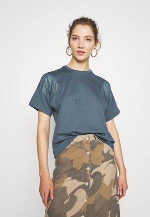 Print T-shirt - legacy blue