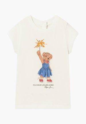 BEAR TEE - Print T-shirt - deckwash white