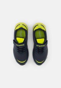 KangaROOS - Sneaker low - navy/lime - 3