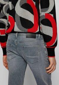 BOSS - Jeans slim fit - light grey - 3