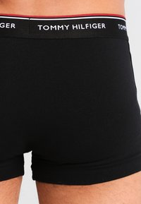 Tommy Hilfiger - PREMIUM ESSENTIAL LOW RISE HIP TRUNK 3 PACK - Panty - black - 2