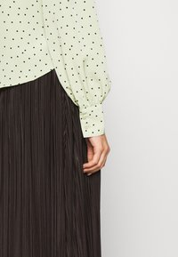 Monki - NALA BLOUSE - Button-down blouse - green dusty light - 5