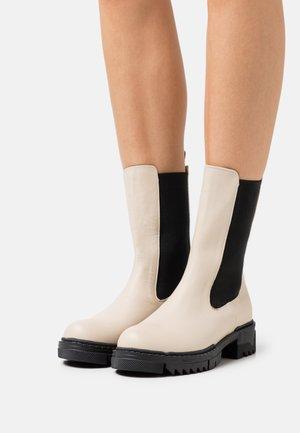 PROFILE CHELSEA BOOTS - Classic ankle boots - crème