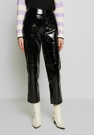 YASPATTY PATENT PANT SHOW - Leather trousers - black