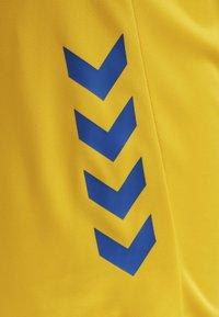 Hummel - DUO SET - Sports shorts - sports yellow/true blue - 8