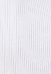 BDG Urban Outfitters - SCOOP BABY TEE - Basic T-shirt - white - 4