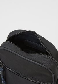 Tommy Hilfiger - MINI REPORTER - Across body bag - black - 2