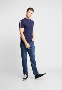 Lyle & Scott - TAPED T-SHIRT - Basic T-shirt - navy - 1