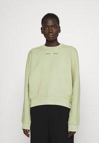Proenza Schouler White Label - MODIFIED RAGLAN TIE DYE - Sweatshirt - spanish moss - 0