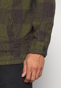Tigha - LUKE - Korte jassen - military green/grey - 5
