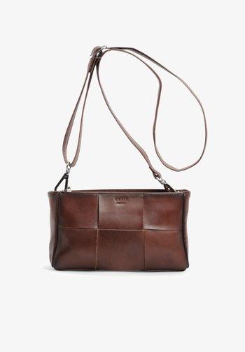VIVIENNE CROSSBODY - Across body bag - brown