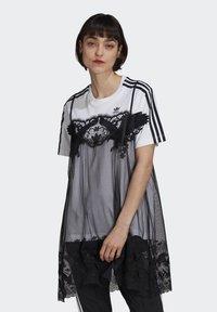 adidas Originals - Vestido ligero - white - 0