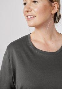 Sallie Sahne - MILY - Basic T-shirt - graphite - 3