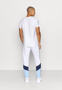 Lacoste Sport - PANT TAPERED - Träningsbyxor - white - 2