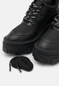 The Kooples - BASKETS AVEC GROSSE SEMELLE - Sneakers laag - black - 3