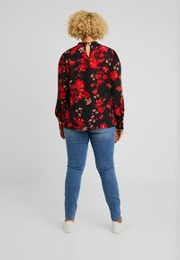 Dorothy Perkins Curve - PLEAT NECK HONEY FLORAL - Bluse - red - 2