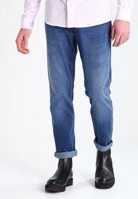 Wrangler - GREENSBORO - Jeansy Straight Leg - bright stroke - 0