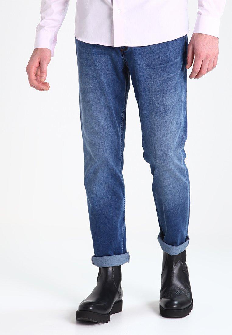 Wrangler - GREENSBORO - Jeansy Straight Leg - bright stroke