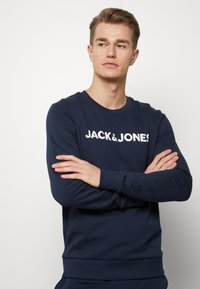 Jack & Jones - JACLOUNGE SET - Pyjamas - navy blazer - 3