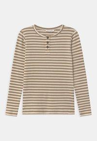 Name it - NMMTARTU - Langærmede T-shirts - kelp - 0