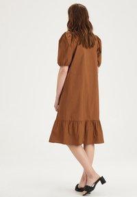 Eksept by Shoeby - HAZEL DRESS - Day dress - brown - 2