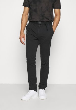 SLIM FIT GARMENT DYE BELT - Chinos - black