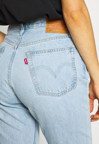 Levi's® - 501® CROP - Jeansy Slim Fit - light blue denim