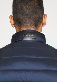 Calvin Klein - LIGHT WEIGHT SIDE LOGO VEST - Väst - blue - 5