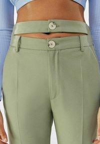 Bershka - Chino kalhoty - khaki - 3