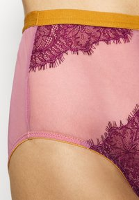 Dora Larsen - MEGHAN HIGH WAIST KNICKER - Pants - medium purple - 5