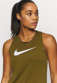 Nike Performance - RUN TANK - Funktionsshirt - olive flak/white - 3