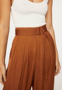 OYSHO - Pantalon classique - brown - 4