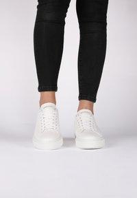 Blackstone - Sneakers - white - 1
