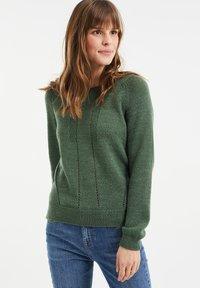 WE Fashion - MET OPENGEWERKTE STRUCTUUR - Maglione - green - 0