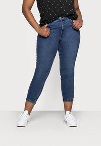 Vero Moda Curve - VMJOANA MOM - Jeans relaxed fit - medium blue - 0