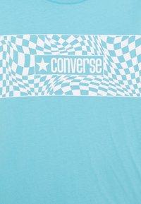 Converse - LONG SLEEVE LOGO GRAPHIC UNISEX - Top sdlouhým rukávem - bleached cyan - 2
