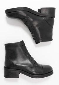Royal RepubliQ - DISTRICT LACE UP BOOT - Šněrovací kotníkové boty - black - 3