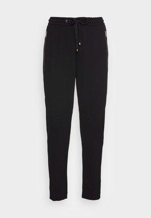 PANTS LONTTA FIT ANKLE LENGTH CUTLINES ZIPPER POCKETS - Tracksuit bottoms - black