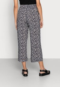 Lindex - TROUSERS BELLA CROPPED - Pantalones - navy - 2