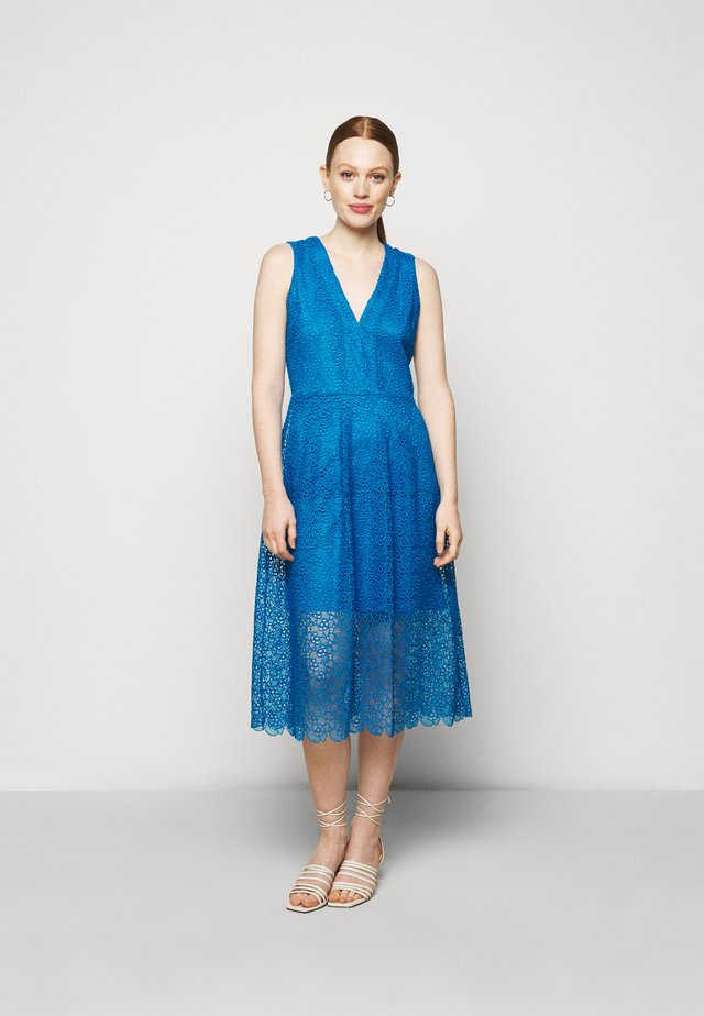 MIDI DRESS - Vestido de cóctel - bright cyan blue