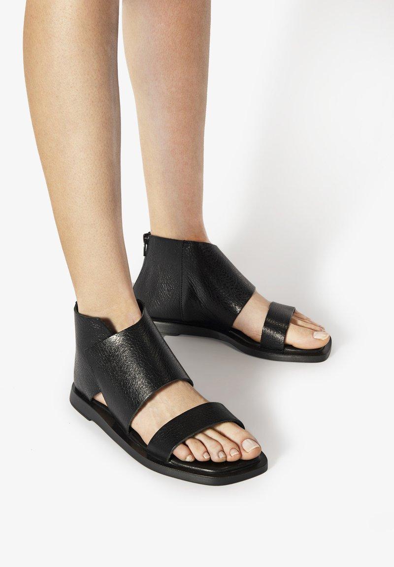 Inuovo - Ankle cuff sandals - mntrl black nbl