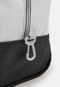 Nike Performance - SHOE 11L UNISEX - Wash bag - light smoke grey - 4